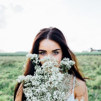 Girl-stands-behind-a-bouquet-of-flowers