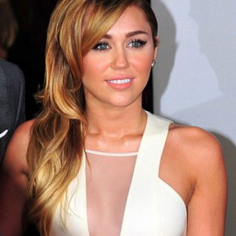 Miley-cyrus-wears-a-white-dress