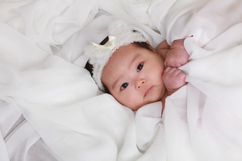 newborn-in-white-blankets