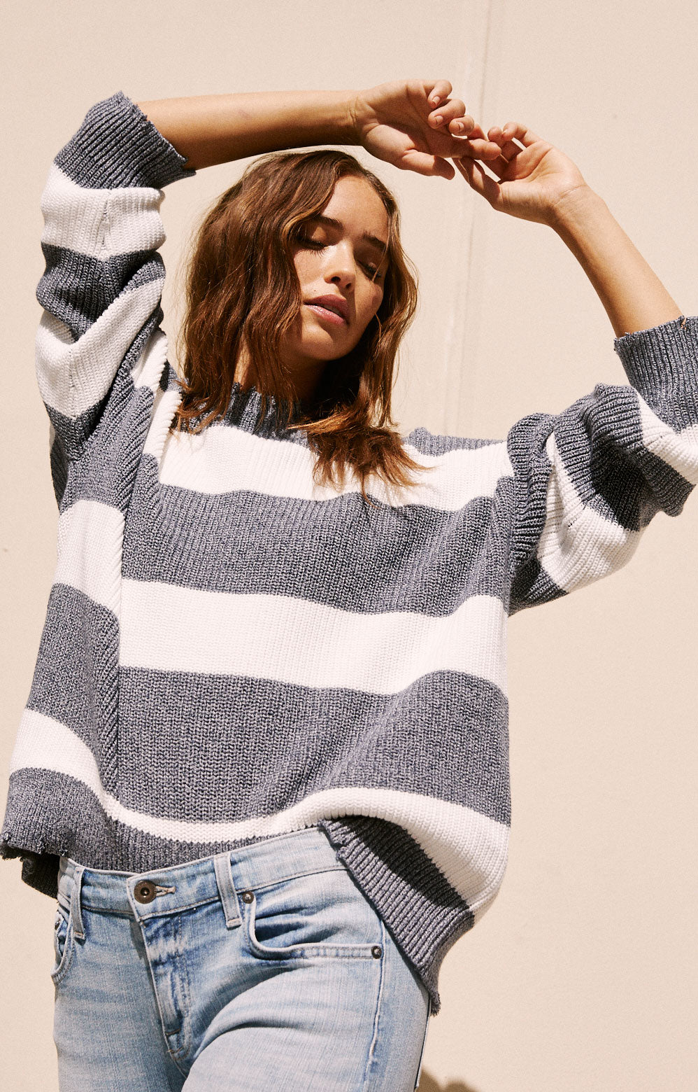 Eve Round-neck Pullover with Distressed Edges - White Navy Stripe