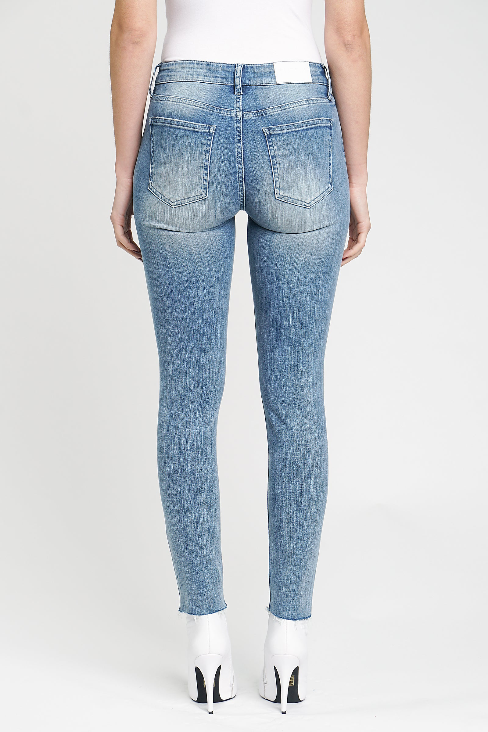 Audrey Mid Rise Skinny - Fate