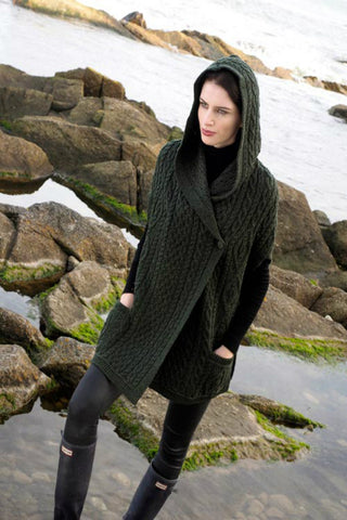 One buttoned hooded Aran Cape army green