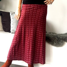 Maxi Skirt Jersy Maroon Circle Pattern - No Splits