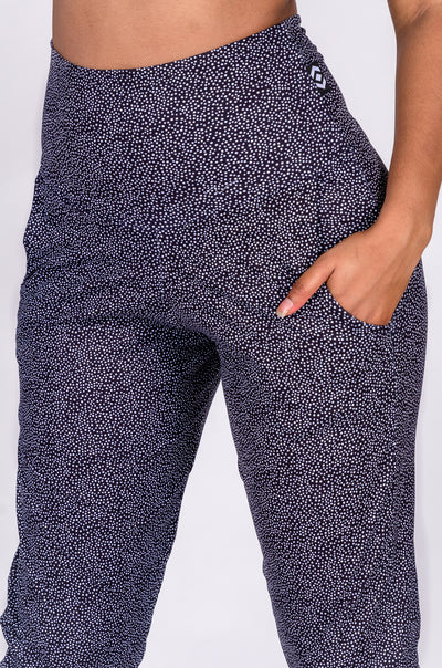 (R2W) Dots Black Soft to Touch - Jogger Capris w/ Pockets - Exoticathletica