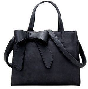 Ladies shoulder bag with bow detail
