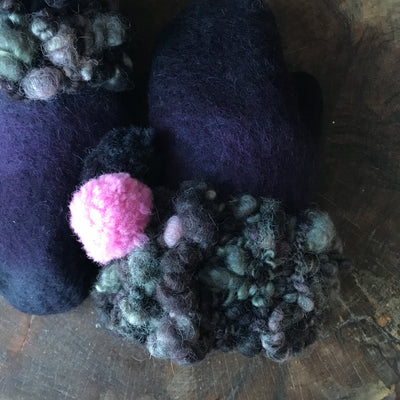 Charcoal felted mittens Mitaines grises en feutre - Mynoush