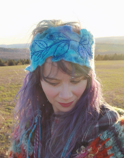 Blue felted headband with embroidery | Bandeau bleu en feutre avec broderie - Mynoush