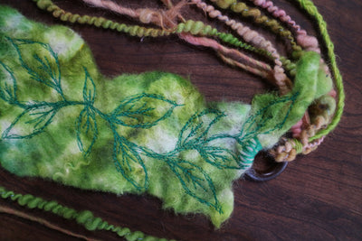Green felted headband with embroidery | Bandeau en feutre Vert avec broderie - Mynoush