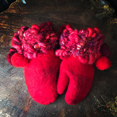 Red felted mittens Mitaines rouges en feutre - Mynoush