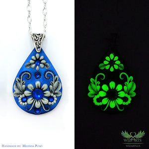 *Icy Touch* Glow-in-the-Dark Pendant - wizArts