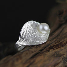 Jardin Natural Pearl on a Silver Leaf Ring
