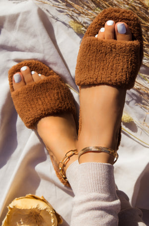 She Cozy - Camel Slippers