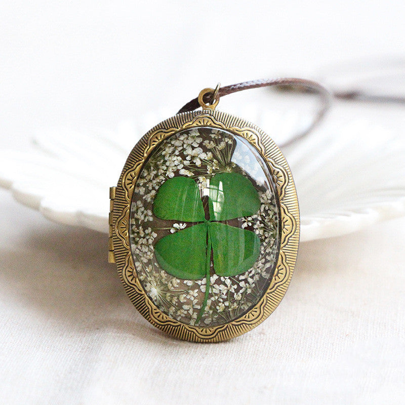 Real Flower Photo Frame Necklace - inspirexpress.com