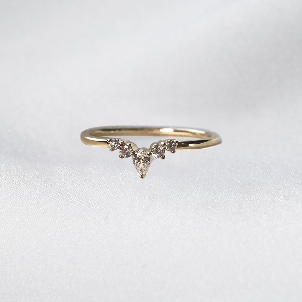 V-Shaped Stacking Ring