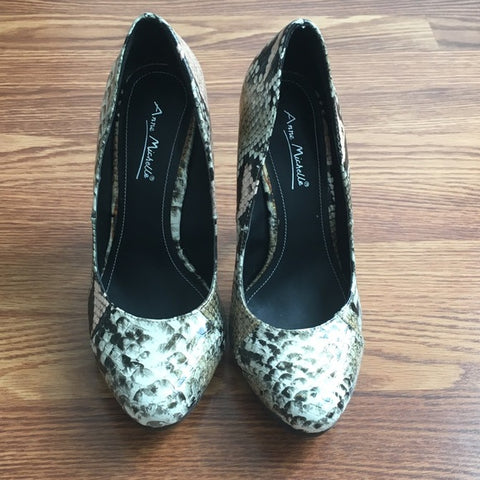 Anne Michelle Faux Snakeskin Pumps