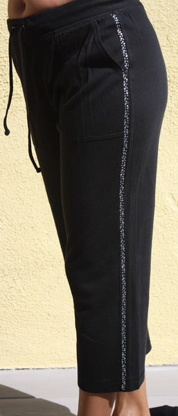 M7001 LooseFit Capri Pants