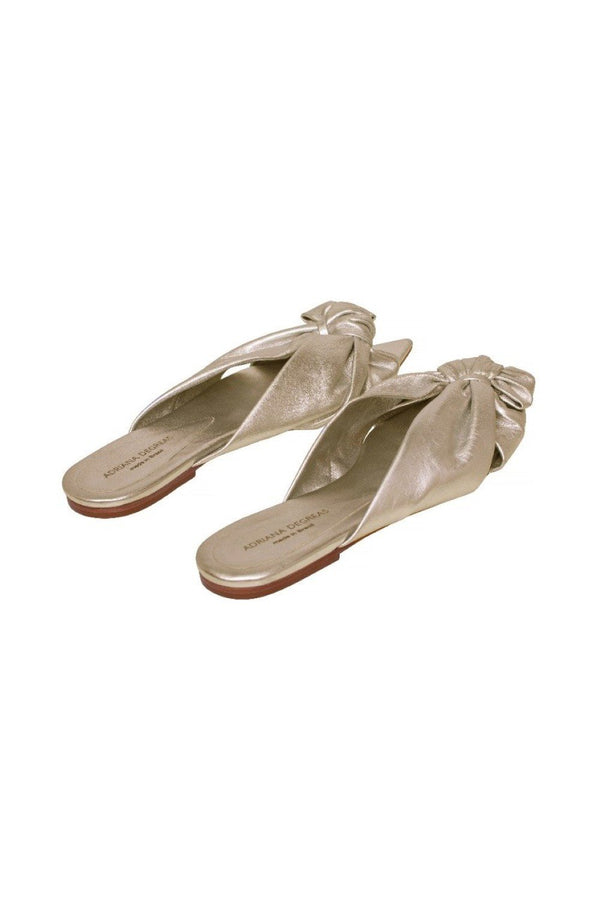 Chic with a vintage twist, this leather flat is comfortable and ensures a touch of style to the look. This piece makes any look cooler and can be worn at the beach, day to day, or even at dinner.