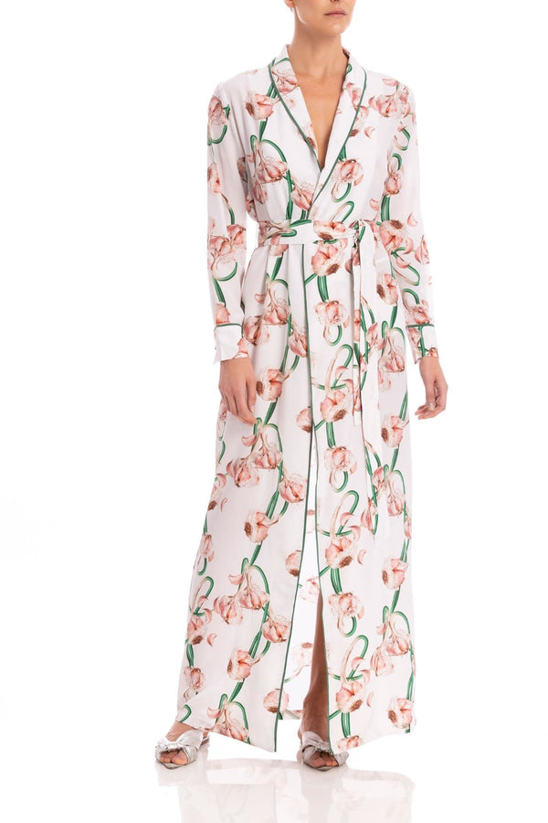 This versatile and chic robe is cut from fluid silk and printed with watercolor-like shades