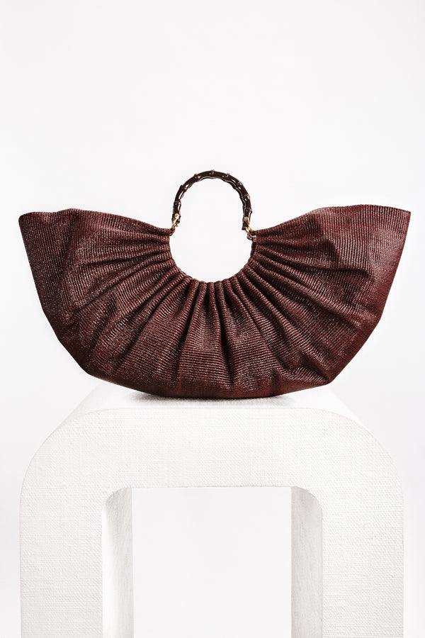 The perfect oversized bag. Statement-making, the Banu comes in a stunning Cocoa hue and fans out for a sculptural look