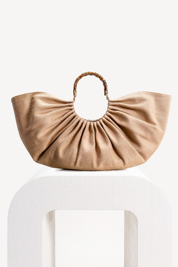 The perfect oversized bag. Statement-making, the Banu comes in a dreamy hue and fans out for a sculptural look