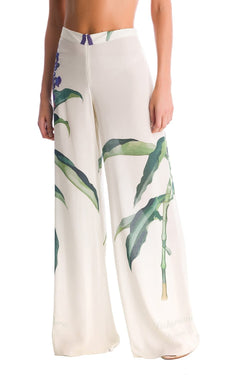 These lightweight viscose palazzo pants is shaped for na elegant na easy chic fit