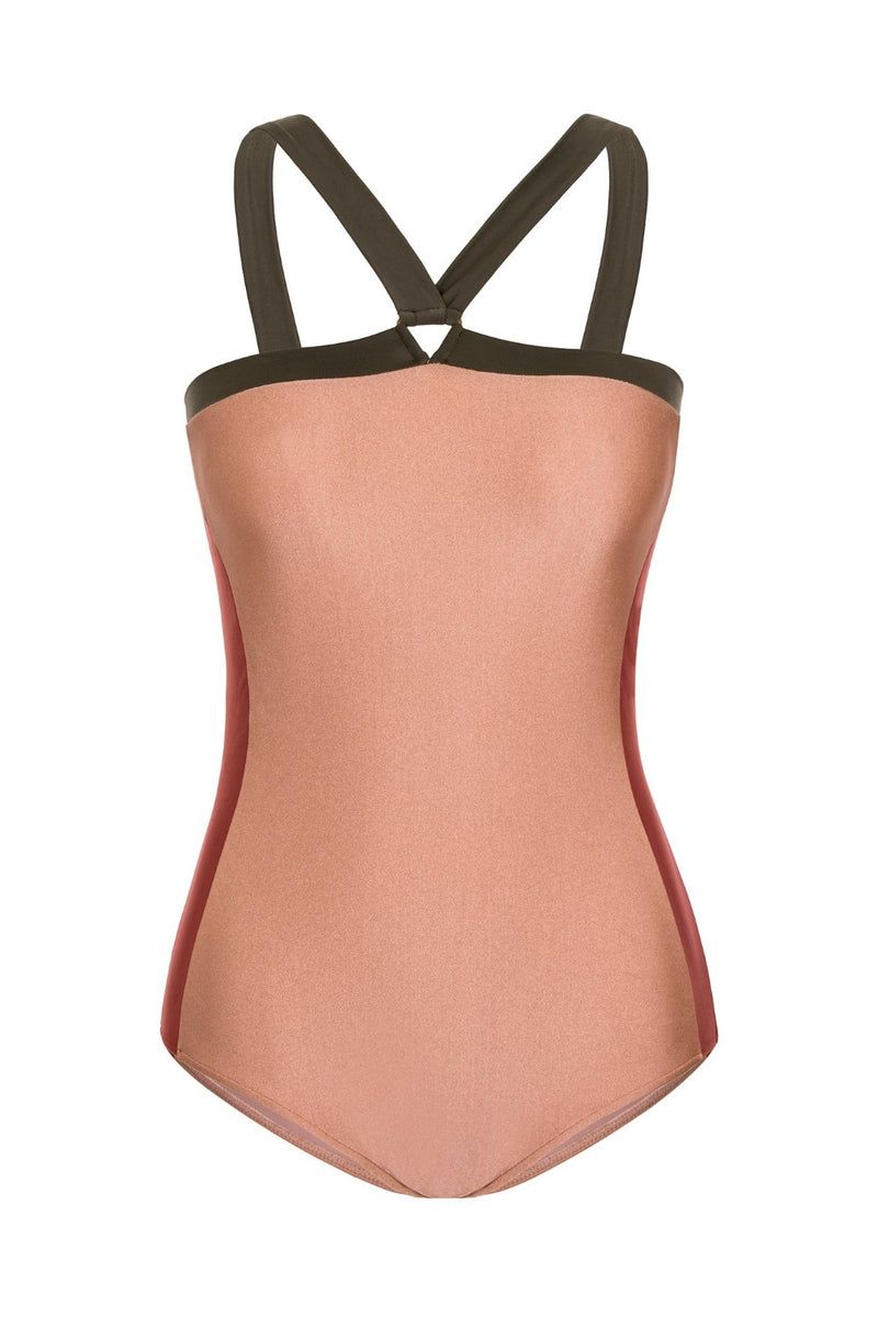 This classic halterneck maillot has different colors on the sides for a sculpting effect and ideal fit
