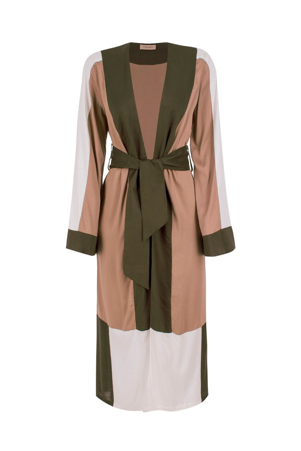 Perfect for slipping on at poolside, this viscose robe with classic colors matches also a pair of jeans for street style wardrobe