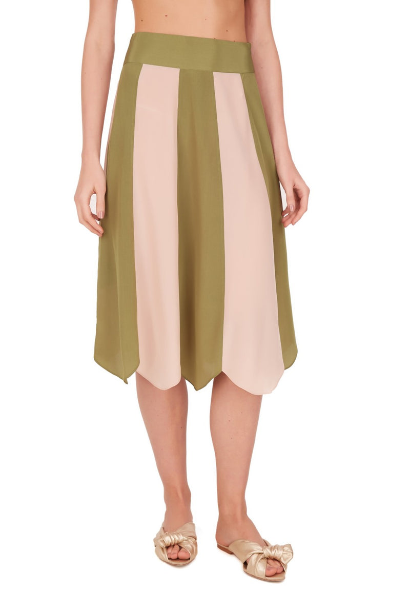 This vintage inspired rose and green skirt will bring an elegant touch to your summer wardrobe