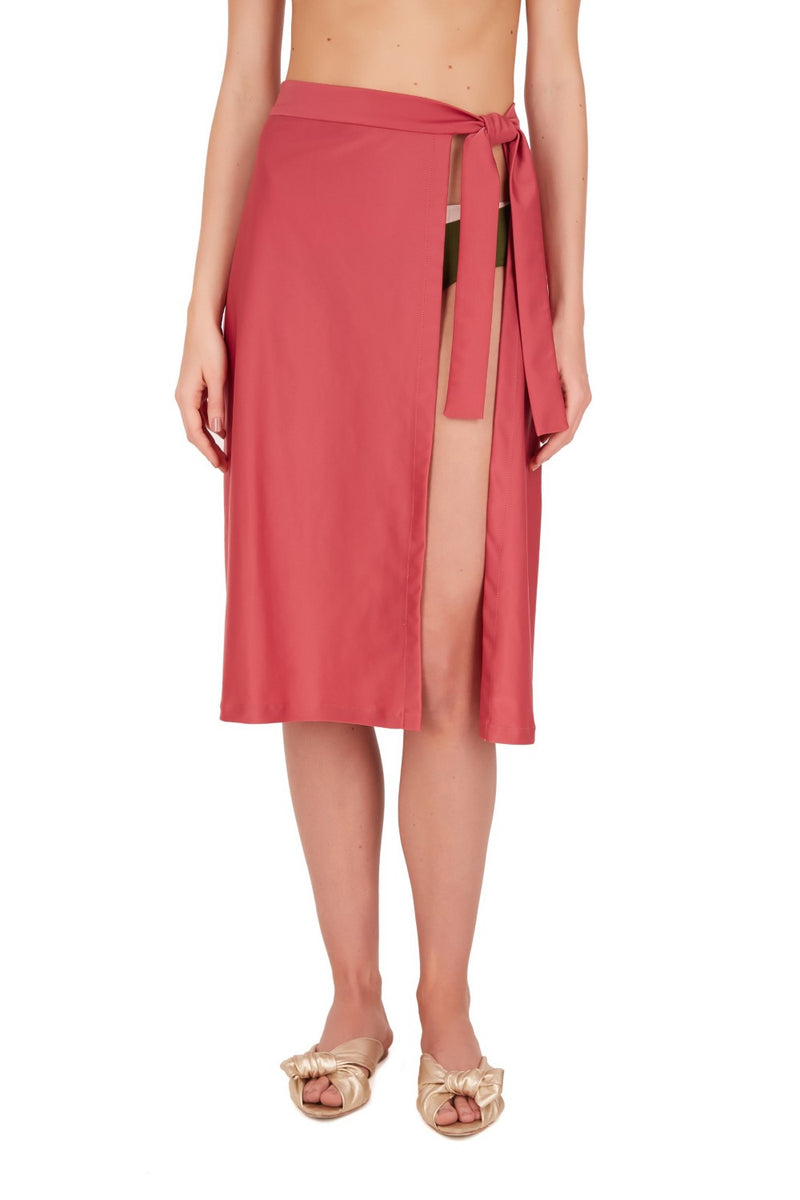 This wrap around the waist skirt is a practical choice for the beach