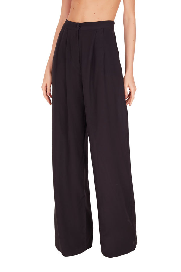 Sometimes all we need in our vacation wardrobe is an effortless chic piece like this silk pants