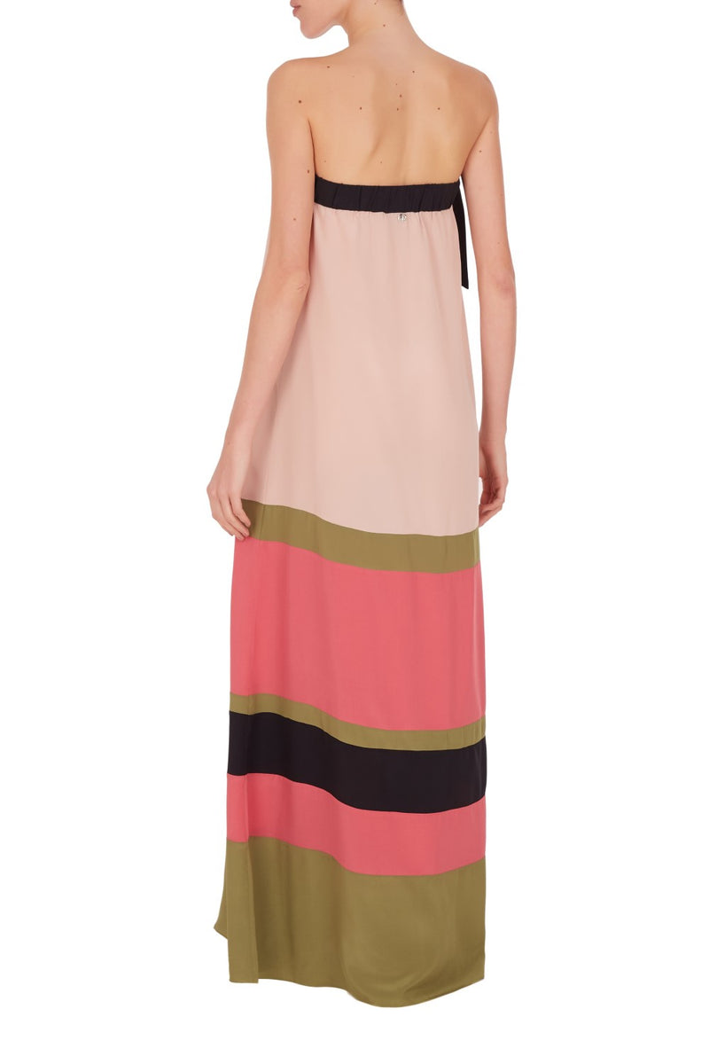 Strapless with a loose fit, this geometric but not less luxurious long dress is made with lightweight silk and is perfect for summer nights
