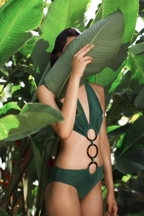 Geometric shapes and colors of nature inspired the Cult Gaia by Adriana Degreas collection