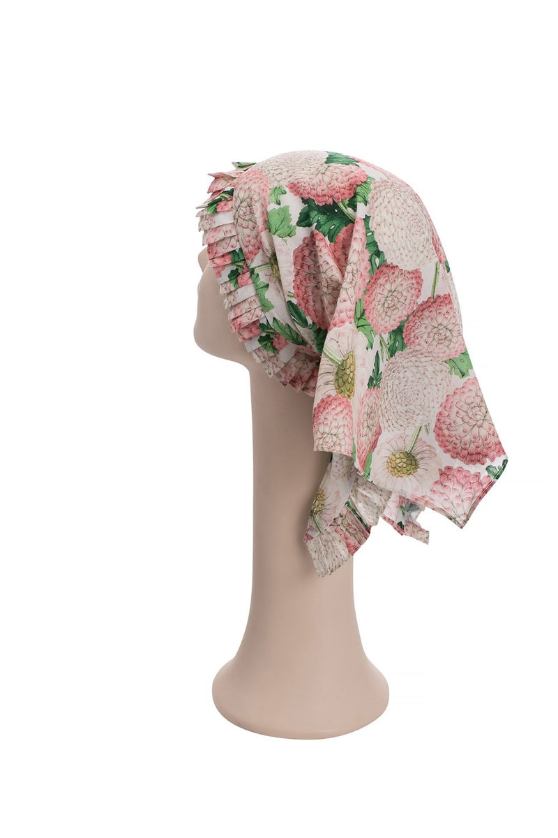 Adriana Degreas glamorous vintage aesthetic is captured in this head scarf