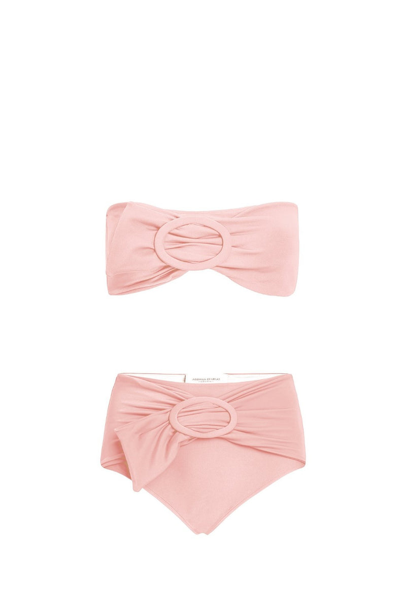 This bikini captures the retro influence of the collection- it´s shaped with high-cut briefs and comes with matching belt
