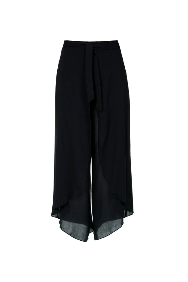 This wrap pants are a timeless option for hot weather and summer vacation