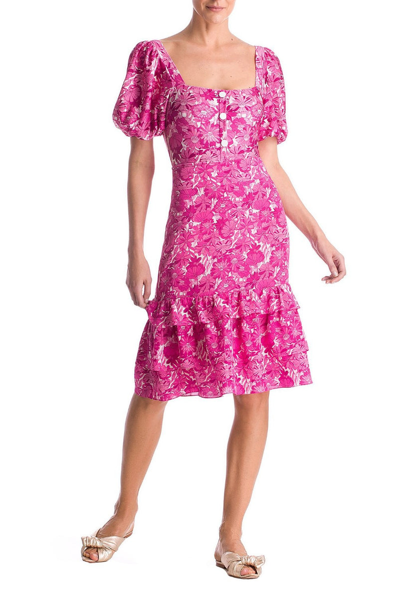 Designed in a flower print, with puffed sleeves, square neckline and lined buttons along bust, this body makes a beautiful match with a pareo skirt and a basket bag