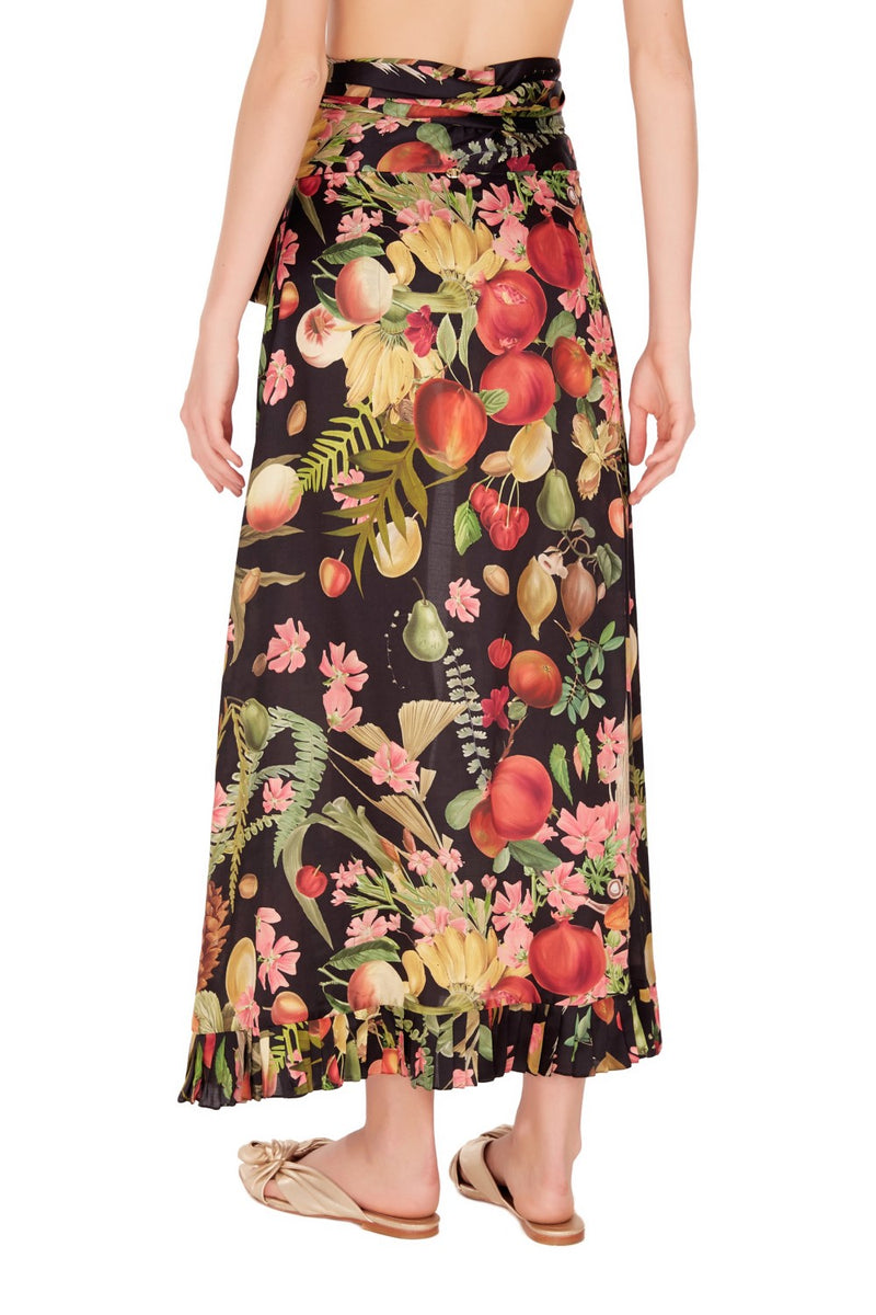 Label´s signature vintage prints are reflected in its winter 2018 collection that features this exotic fruits skirt