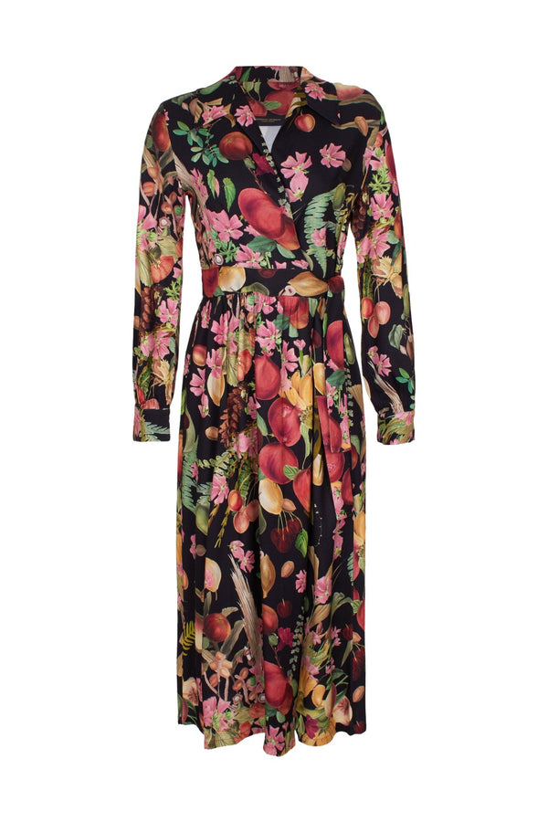 This wrap dress has a modern-meets-vintage style and is made of viscose