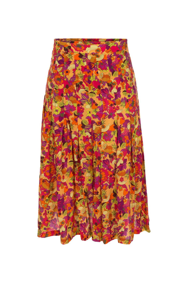 The silk pleated retro skirt matches a silk front knot shirt in the same print for hot summer nights