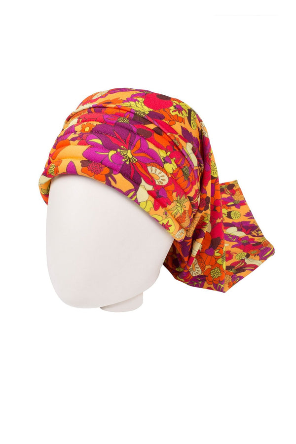 The Adriana Degreas' head scarf was inspired in the '70s swimwear styles and is already part of the collections