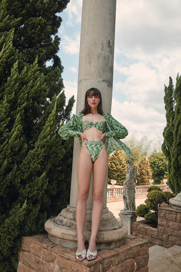 This high-cut legs bikini is designed for a flattering silhouette