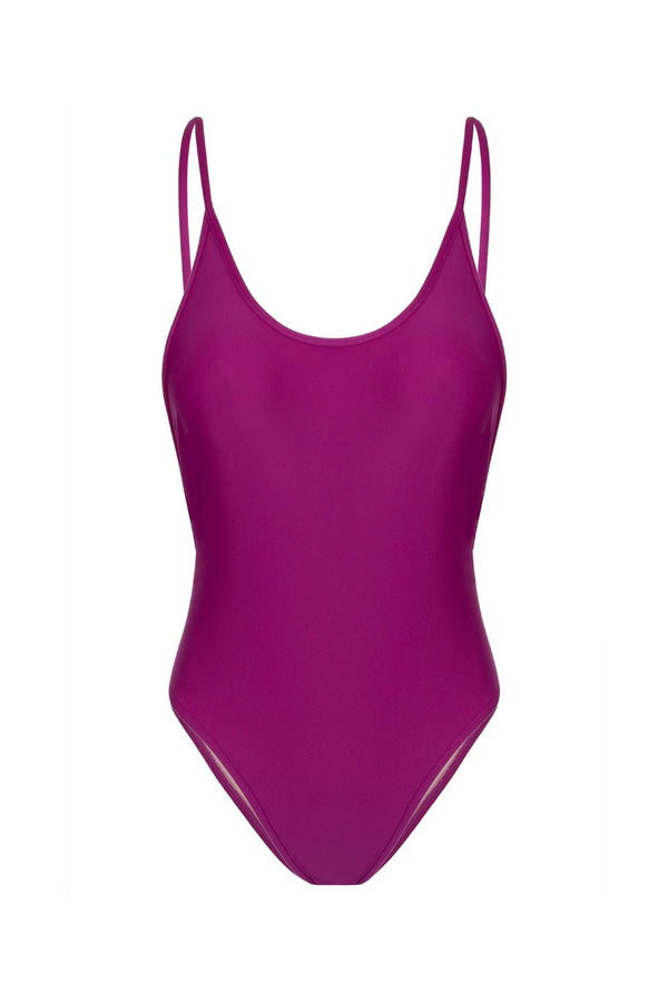 This Adriana Degreas swimsuit makes a statement because of its highlighted purple hue and of course the moulage technique that provides the perfect fit