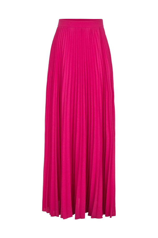This Le Fleur pleated maxi skirt is perfect for vacations. Slip it on over the swimsuits in solid colors like purple for a sophisticated poolside look