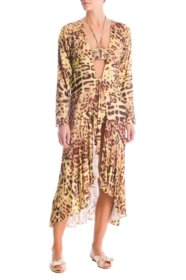 This midi robe has a shape that is closer to the body, making it a great choice both as a swimwear cover up and to be worn everyday with basic pants and tank top