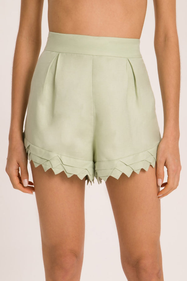 These tailored shorts are cut to a high-rise waistline and loosing fit legs. Wear it with coordinating shirt and flat sandals for an easy chic edit