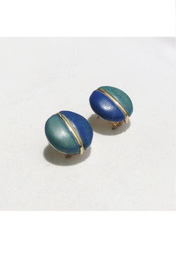 These earings are meant to look like vintage finds. Wear them day or night and make them your signature.