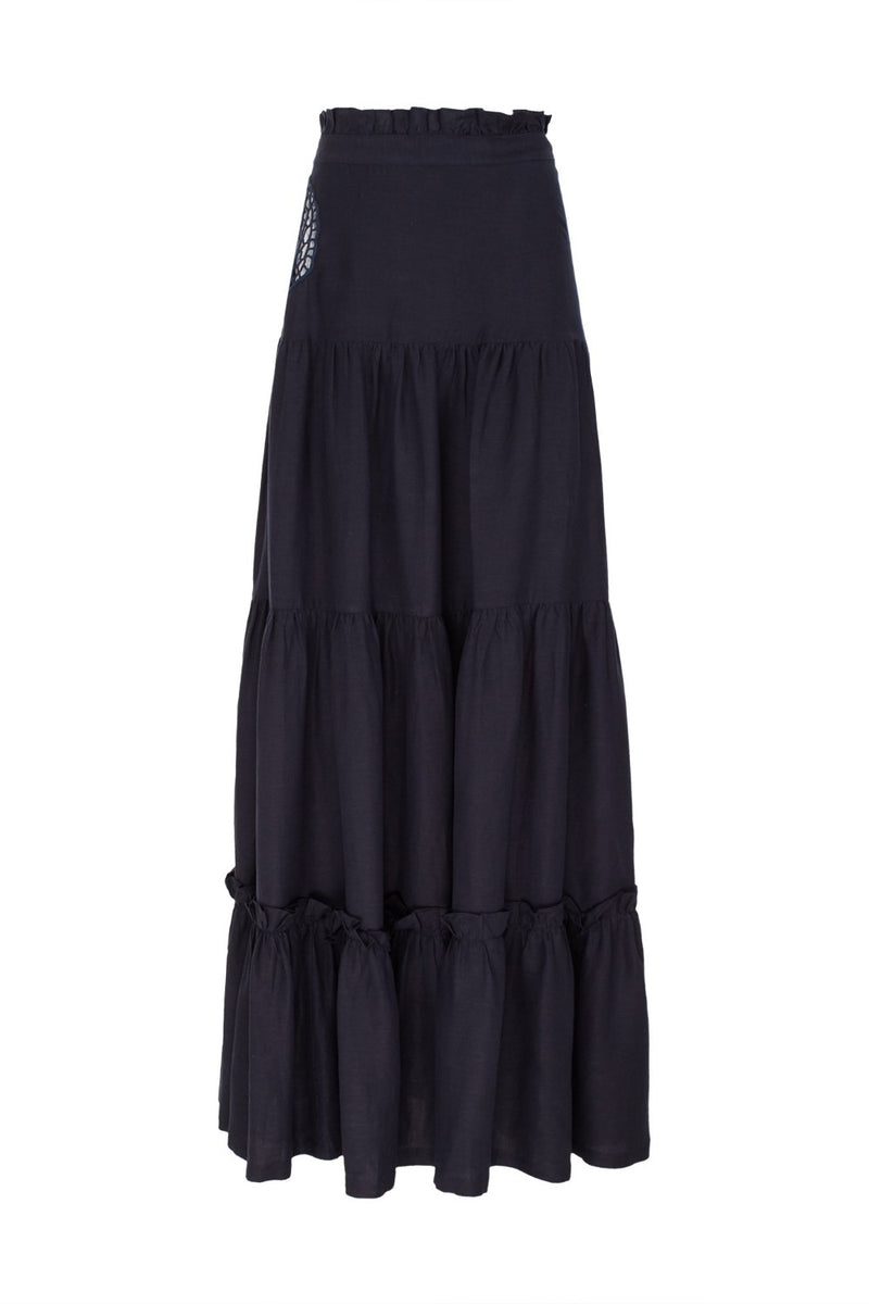 Cut from cotton, this maxi skirt has a full A-line silhouette and a seashell embroidered detail. Wear it with a matching swimsuit for a romantic dinner while on vacation