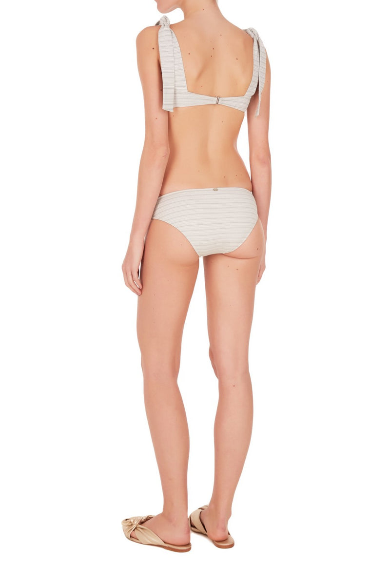 These hot pants are crafted from stretch jacquard fabric and is bow-embellished with wide straps