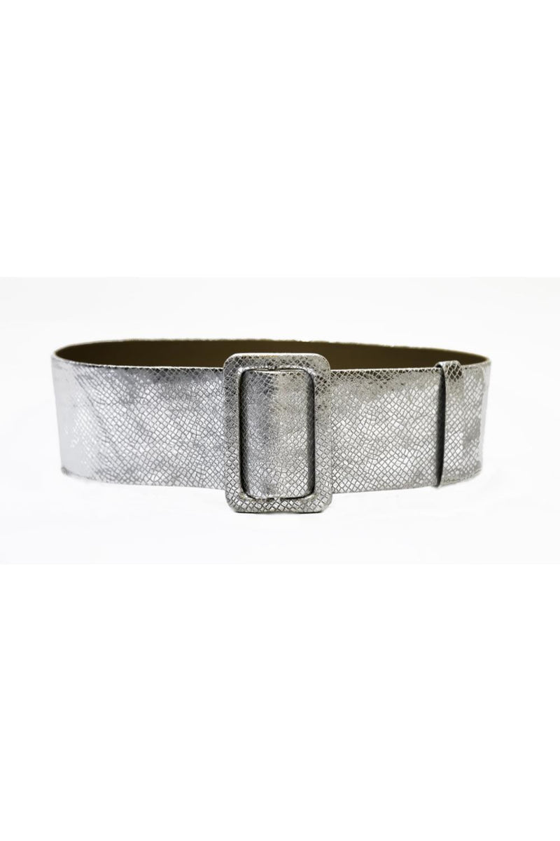 This belt is made of metallic leather and has an exagerated width wich makes it really accentuate your waist