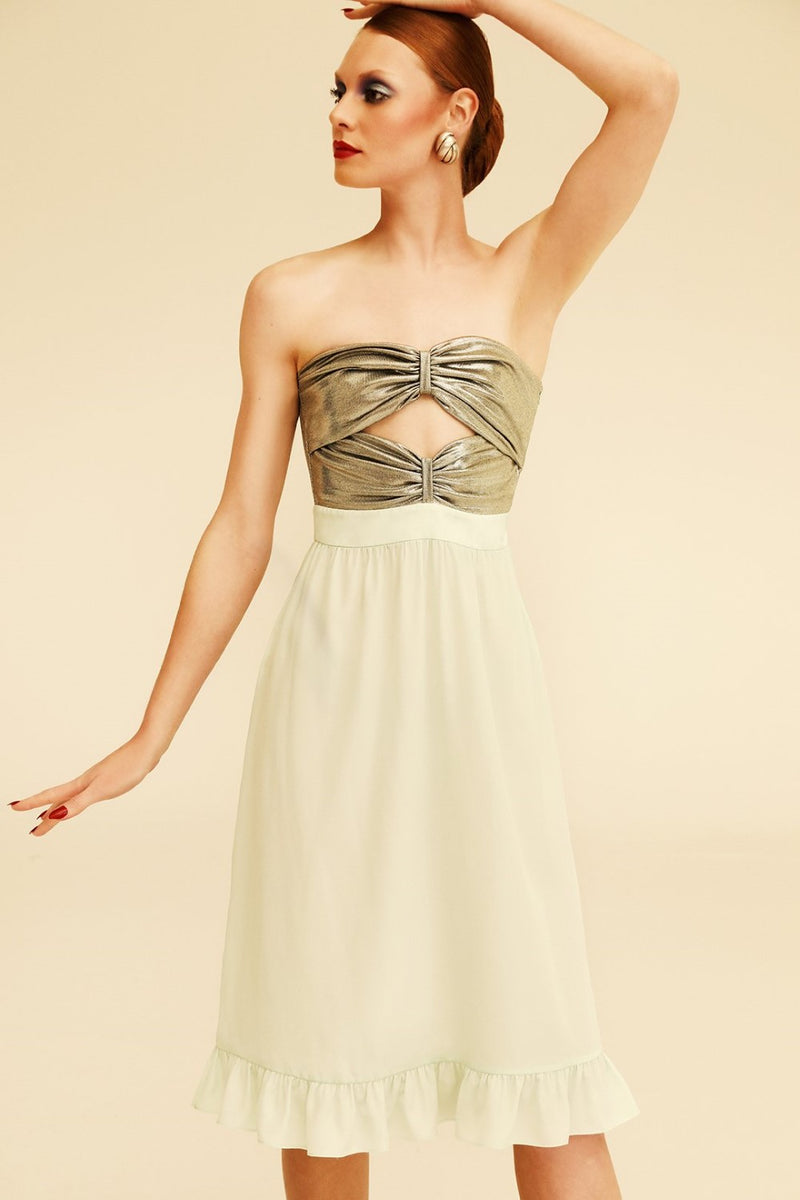This charming and feminine strapless dress is made of silk with metallic top for a vintage allure